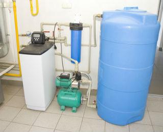 Простейшая установка для водоподготовки с поверхностным насосом и гидроаккумулятором.