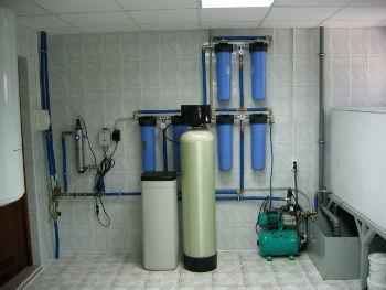 Система водоподготовки с несколькими проточными фильтрами.