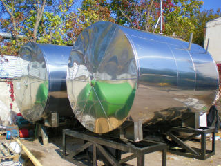 Баки для выполнения биологической очистки сточных вод промышленных предприятий.