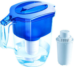 Фильтр типа кувшин для бытовой очистки воды.