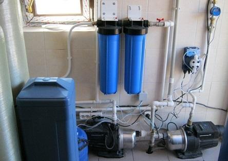 Пример расположения оборудования для водоснабжения - фильтра и насоса.