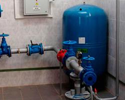 Установка гидроаккумулятора в подвале дома при организации водоснабжения