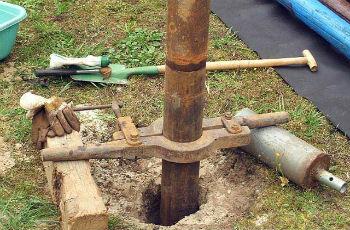 Монтаж и выравнивание обсадных труб для скважины