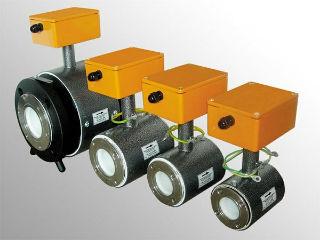 Линейка электромагнитных фильтров для умягчения жесткой воды.