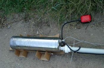 Пример подключения шланга, проводов управления и электропитания к глубинному насосу