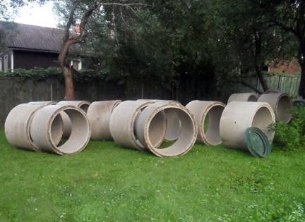 Подготовленные кольца для создания колодца на участке