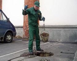 Процедура очистки канализационного колодца