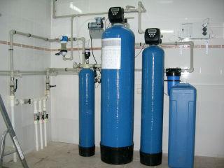 Двухступенчатая система фильтрации и обезжелезивания.