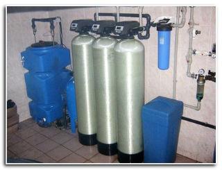 Три баллонных установки обезжелезивания и фильтрации.