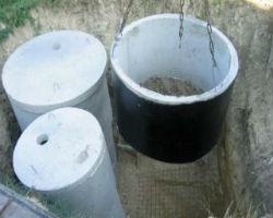 Монтаж гидроизолированного бетонного кольца для колодца