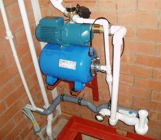 Пример подключения насосной станции бытового типа к трубопроводу водоснабжения