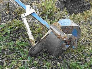 Самодельный бур ТИСЭ из профильных труб, после применения
