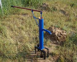 Самый распространенный тип ручного насоса для воды