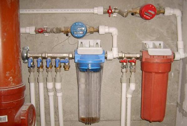 Разводка водопроводных труб внутри дома