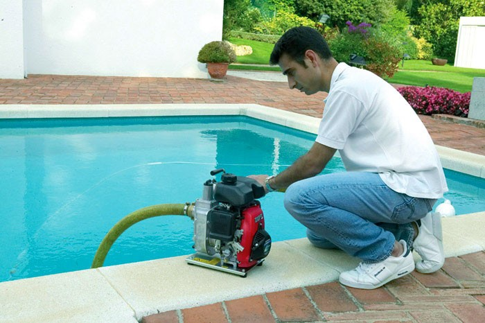 Поверхностный насос для откачки воды из бассейна