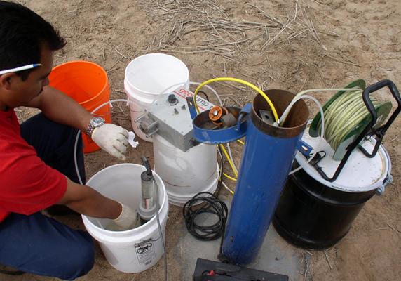 Проверка и прочистка скважинного насоса