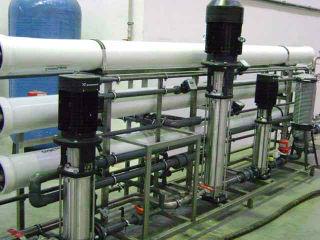Установка химической очистки сточных промышленных вод.