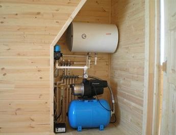 Пример расположения гидроаккумулятора, коллектора и водонагревателя.