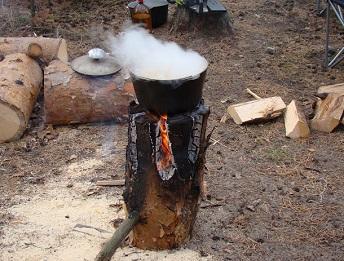 Обеззараживание воды в походных условиях методом кипячения.