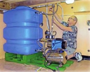Процесс монтажа системы водоснабжения дома из скважины - подключение гидроаккумулятора и насоса.