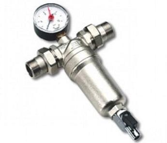 Прямой фильтр грубой очистки с манометром для контроля давления.