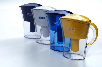 """Фильтры-кувшины """"Наша Вода"""" с корпусом разного цвета."""
