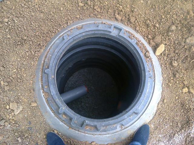 Готовый колодец из полимерпесчаных колец
