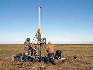 Работа буровой бригады в полевых условиях