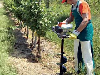 Работа в полевых условиях с бензобуром
