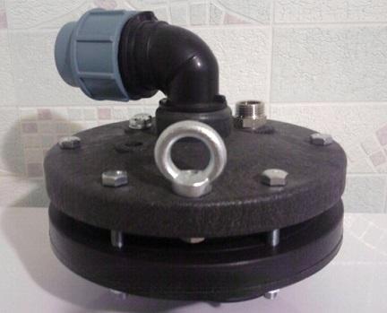 Стальной оголовок для скважины с пластиковым отводом под трубу