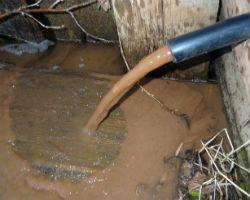 Откачанная вода из колодца пораженного плывуном