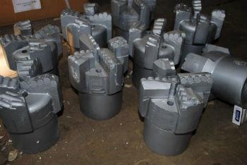 Матричные или PDC долота с вставками из твердосплавных металлов
