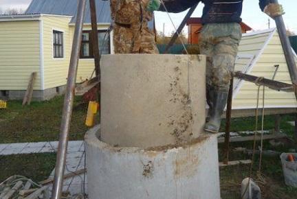 Процедура углубления колодца с помощью установки новых колец