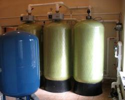 Промышленная установка обезжелезивания жидкости.