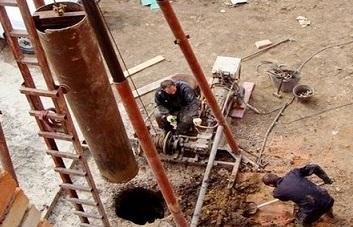 Процесс бурения скважины по ударно-канатной технологии