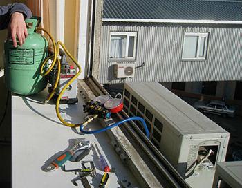 Применение портативного вакуумного насоса для заправки кондиционеров