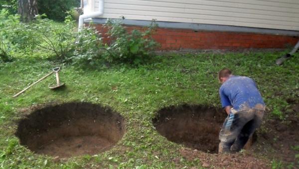 Раскопка ямы под колодец вручную