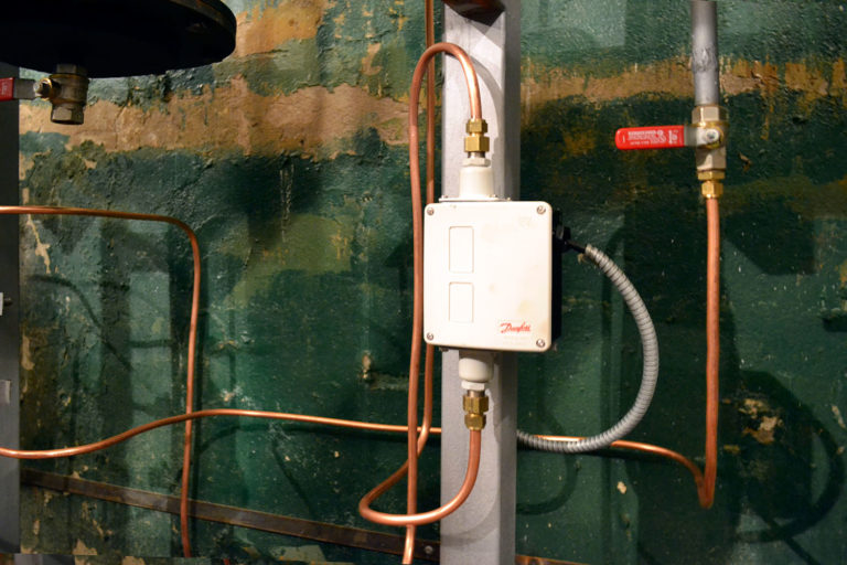 Реле для контроля давления Danfoss в системе отопления