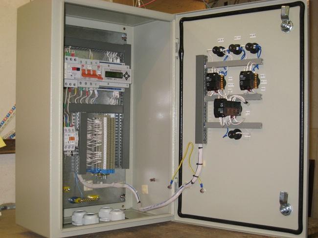 Щит управления двумя насосами подпитки для систем горячего водоснабжения