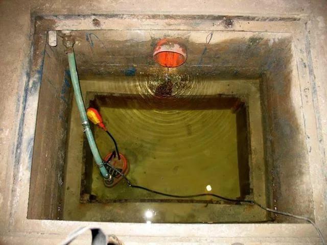 Погружной дренажный насос на подвале